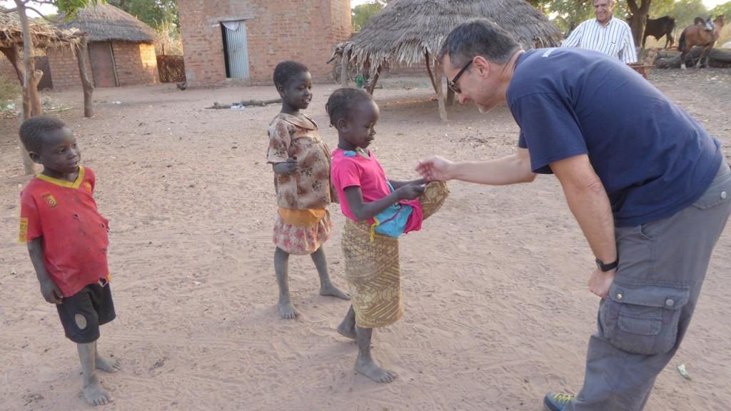 iluminafrica en el Chad Africa y Enrique Ripoll de optica guara 02